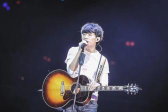 """赵雷""""欢迎你们来到我的梦里"""",北京工体演唱会顺利结束"""